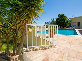 Sao Lourenco Villa Sleeps 4 with Pool Air Con and WiFi - 5607825