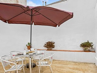 2 bedroom Apartment with WiFi and Walk to Beach & Shops - 5223599