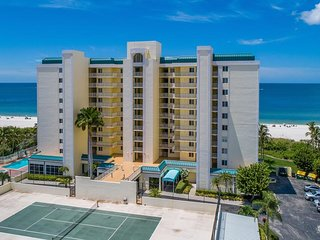Luxurious top floor unit with stunning Gulf views from the balcony!