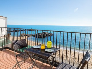 Calella de Palafrugell Apartment Sleeps 4 with Air Con and WiFi - 5425136