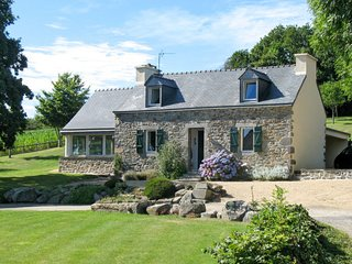 3 bedroom Villa in Hanvec, Brittany, France : ref 5650035
