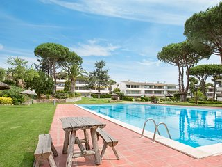 2 bedroom Apartment with Pool, WiFi and Walk to Beach & Shops - 5223579