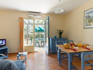 Maison lumineuse avec terrasse | Acces saisonnier a la piscine!
