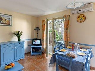 Maison rustique et cosy dans un emplacement calme | Terrasse privee!