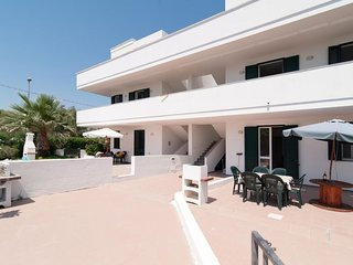 2 bedroom Villa with Air Con and Walk to Beach & Shops - 5802784
