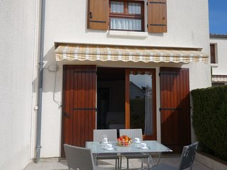 2 bedroom Apartment in Pontaillac, Nouvelle-Aquitaine, France : ref 5518518