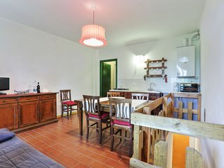 Sughera Apartment Sleeps 6 with Pool Air Con and WiFi - 5055439