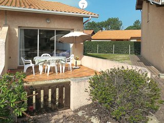 2 bedroom Villa in Biscarrosse-Plage, Nouvelle-Aquitaine, France : ref 5642300