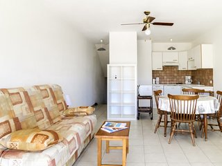 1 bedroom Apartment with Walk to Beach & Shops - 5633965
