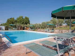 2 bedroom Apartment in Taviano, Tuscany, Italy : ref 5566821