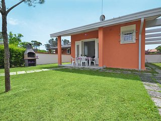 2 bedroom Villa in Bibione Pineda, Veneto, Italy : ref 5434296