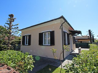 2 bedroom Villa in Marina di Pietrasanta, Tuscany, Italy : ref 5553137