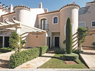 3 bedroom Villa in Nueva Andalucia, Andalusia, Spain : ref 5538333