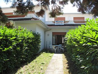 2 bedroom Villa with Air Con and Walk to Beach & Shops - 5650662