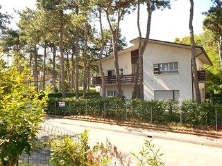 2 bedroom Apartment in Lignano Sabbiadoro, Italy - 5641553
