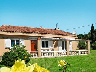 2 bedroom Villa in Six-Fours-les-Plages, Provence-Alpes-Cote d'Azur, France : re