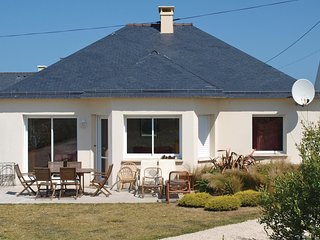 2 bedroom Villa in Saint-Égarec, Brittany, France : ref 5565472