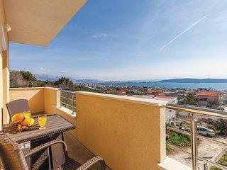 4 bedroom Apartment in Kastel Kambelovac, Splitsko-Dalmatinska Zupanija, Croatia