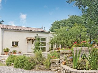 2 bedroom Villa in Saint-Hippolyte-du-Fort, Occitania, France : ref 5539225