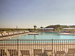 NEW! Hilton Head Condo w/ Pool - Steps to Beach!