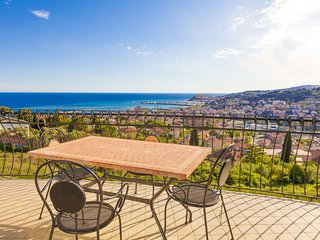 2 bedroom Apartment in Imperia, Liguria, Italy : ref 5388264