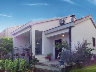 2 bedroom Villa in Kaštel Novi, Splitsko-Dalmatinska Županija, Croatia : ref 567