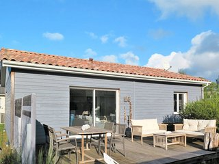 2 bedroom Villa in Montalivet-les-Bains, Nouvelle-Aquitaine, France : ref 565005