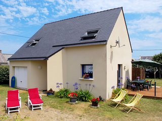 3 bedroom Villa in Saint-Égarec, Brittany, France : ref 5650036