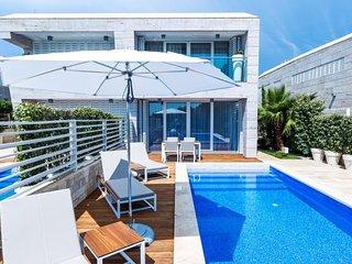 Seafront Villa in Punta Skala -Adriatic Luxury Villas  W37