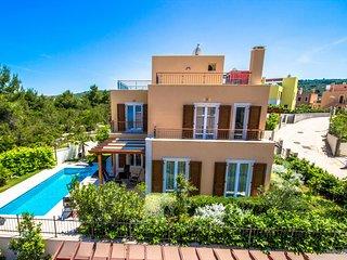 Modern villa with superb view - Adriatic Luxury Villas W71
