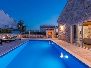 Charming Dalmatian stone house - Adriatic Luxury Villas W85