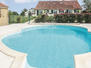 2 bedroom Villa in Neuvy-Bouin, Nouvelle-Aquitaine, France : ref 5565596