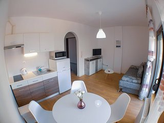 BAGI Apartments & Rooms / Apartment 2+2 Wood n' Purple
