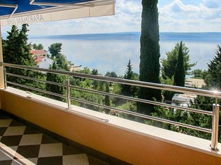 4 bedroom Apartment with Air Con, WiFi and Walk to Beach & Shops - 5641162