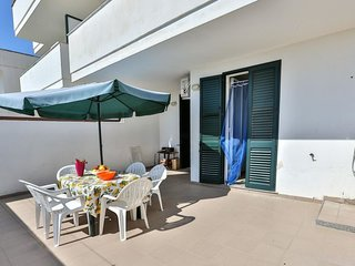 2 bedroom Villa with Air Con and Walk to Beach & Shops - 5802775