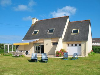 3 bedroom Villa in Saint-Égarec, Brittany, France : ref 5650416