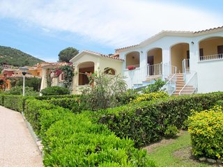 2 bedroom Villa with Air Con, WiFi and Walk to Beach & Shops - 5646664