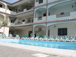 1 bedroom Apartment with Pool, WiFi and Walk to Beach & Shops - 5658336