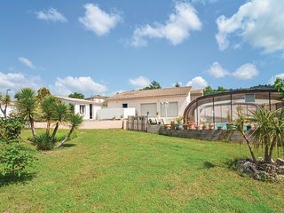 2 bedroom Villa in Moulezan, Occitania, France : ref 5676049