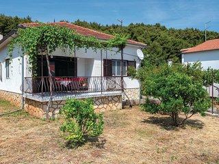 2 bedroom Villa in Jelsa, Splitsko-Dalmatinska Zupanija, Croatia : ref 5549488