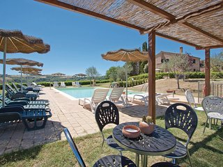 2 bedroom Apartment in Chiusure, Tuscany, Italy : ref 5523643