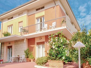 3 bedroom Apartment in Gabicce Mare, The Marches, Italy : ref 5566605