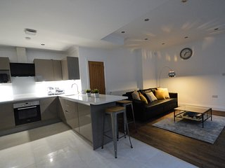 Luxury Holiday Suite (Sleeps 4-6). Close to Heathrow and Oxford.