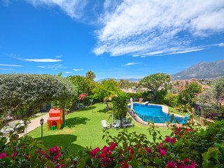 Villa in Marbella with Internet, Pool, Air conditioning, Parking (1029702)