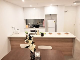 Sydney Ryde 2 Bedroom Luxury Holiday Apartment w Parking