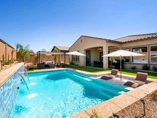 Private Heated Pool– NO Extra Fee! TV in Every Room, BBQ grill, Near Golf, PIR &