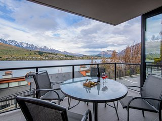 Lake Views at The Shores - Private Apartment