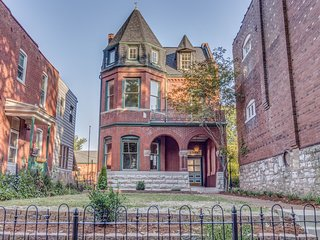 Massive Soulard/Downtown St Louis Historic Mansion House- Food Drink Sports