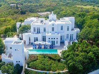 Sky Villa: Luxury Villa on the Beach. Pool, Hot Tub, Gym, AC, Butler, Concierge