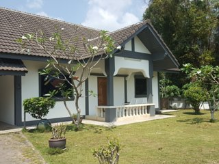 2 Bedroom/2 Bath Guest House with Garden and Pool